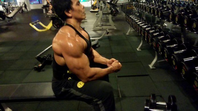 5-latihan-membentuk-otot-bahu
